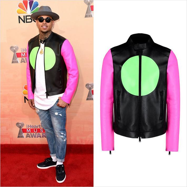iHeart Radio Music Awards 2015、クリスブラウンがDsquared2のレザージャケットを着用
