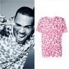 クリス・ブラウン、ロンドン発「SIBLING(シブリング)」のレオパード柄Tシャツを着用
