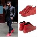 Usher(アッシャー)、人気のBALENCIAGAのスニーカーを着用