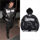 人気ラッパー『Drake』、フード付きスタジャン&ナンバリングTシャツは『Supreme (シュプリーム)』